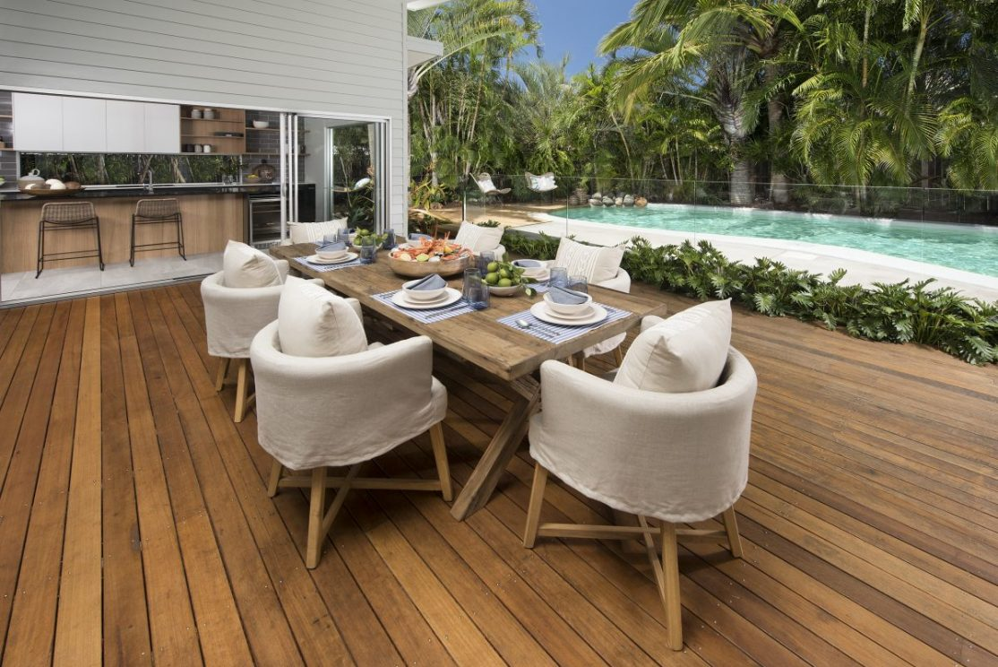 Outdoor alfresco dining entertainment area - kitchen, sun deck and pool